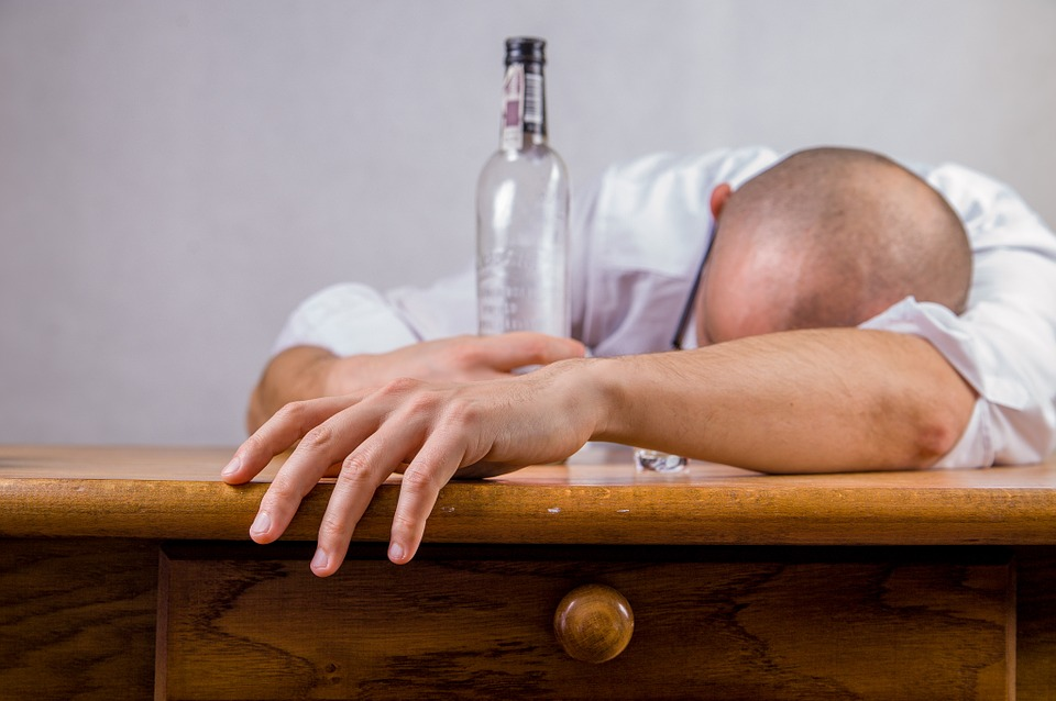 Noticing the Hidden Signs: 6 Ways to Identify an Alcoholic