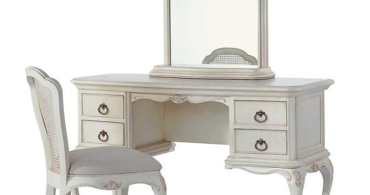 Various Ways to Use a Dressing Table
