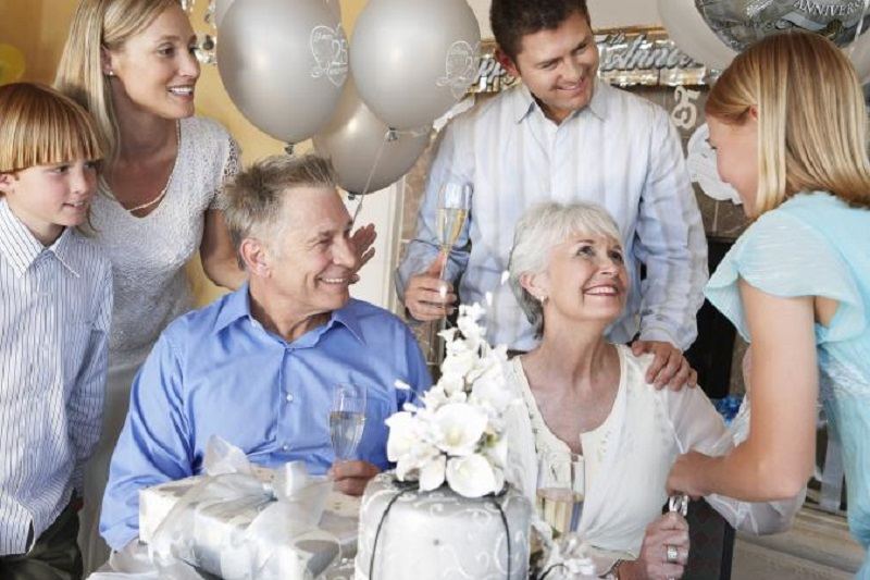 5 Ideas To Plan Your Parents' 25th Wedding Anniversary Party